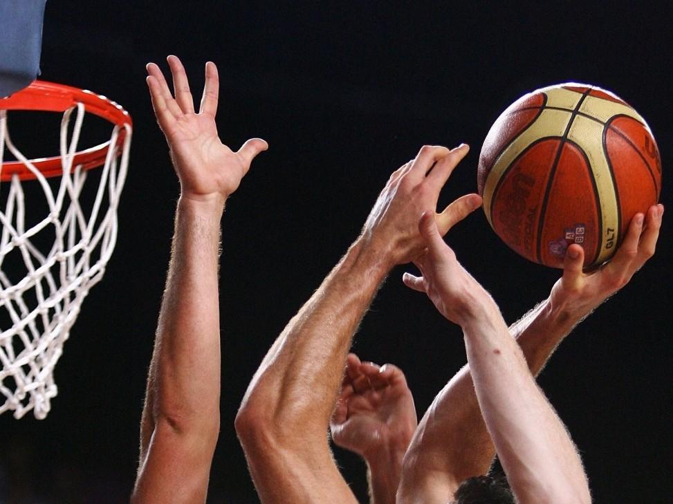 Il grande basket torna a Monte di Procida. Lunedì ore 17 spareggio Stella Azzurra Roma-Pielle Matera