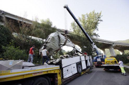 Quindici avvisi di garanzia per la strage del bus di Pozzuoli. Video