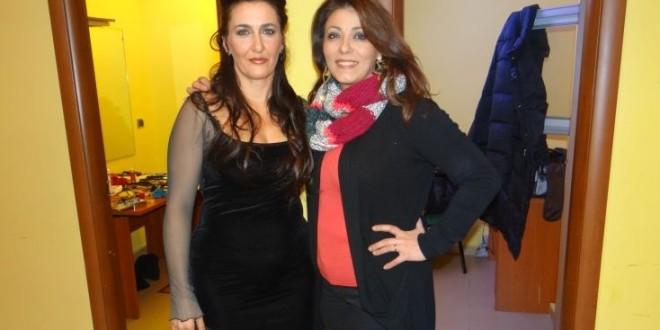 Applausi a scena aperta per Dominga Andrias al Teatro Cilea con Monica Sarnelli. Video
