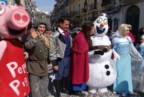 """Grande festa a Bacoli per il carro di Carnevale  """"Frozen"""" di Vivi L'Estate. Video"""