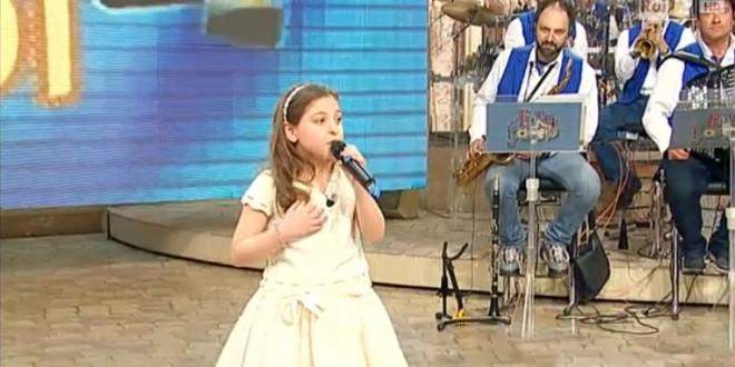 La Piccola Anita Orfano di Cappella ospite a I FATTI VOSTRI a RAI 2. Video