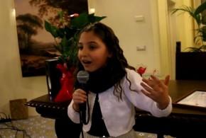 Dopo il gran successo in tv ecco l'esibizione di Anita Orfano alla Casina Vanvitelliana. Video