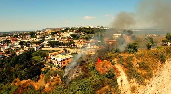 L'incendio di Monte di Procida visto dall'alto. Il video  Drone di Antonio Marrapese