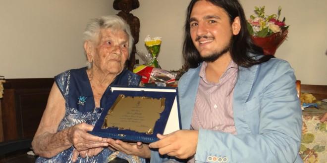 Festa per la nonna di Bacoli Iolanda Lucci 103 anni l'intervista, gli auguri del sindaco. Video