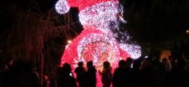Luci di Bacoli, boom di presenze nel primo week end per le luci di Natale in Villa. Video