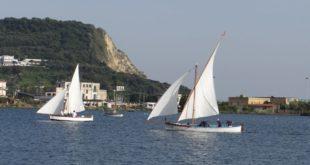 Gara di gozzi a vela latina nel Lago Miseno tra sport e cultura. Le interviste Video di Pacosmart