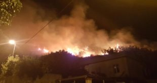 INCENDIO A ISCHIA VISTO DA MONTE DI PROCIDA PACO SMART VIDEO