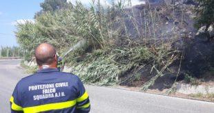 Incendio in via Panoramica a Monte di Procida. Le foto