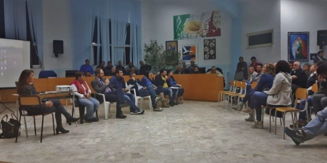 Assemblea pubblica per via Torregaveta le interviste. Video
