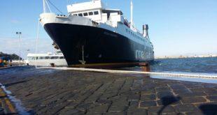 Disincagliatala Rosa D'Abundo, si era insabbiato nel porto di Procida.Video
