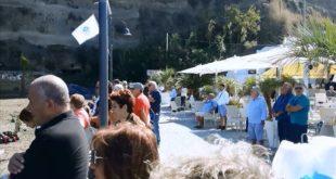 Un minuto di raccoglimento per Tony Coppola a Monte di Procida. Video