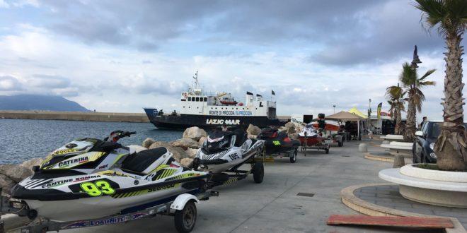 """SPORT E TURISMO VIAGGIANO SULLA STESSA ONDA associazione """"FLY MOTORSHOW""""."""