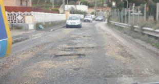 A Torregaveta e al Fusaro le strade sono piene di buche.Foto