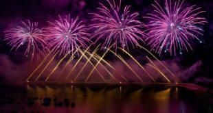 I Fuochi di Acquamorta sempre più spettacolari richiamano migliaia di persone. Video