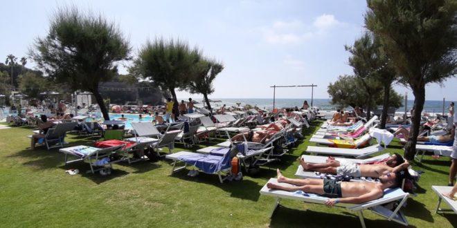 Spiagge, mare e traffico i week end bollenti dei Campi Flegrei. Video