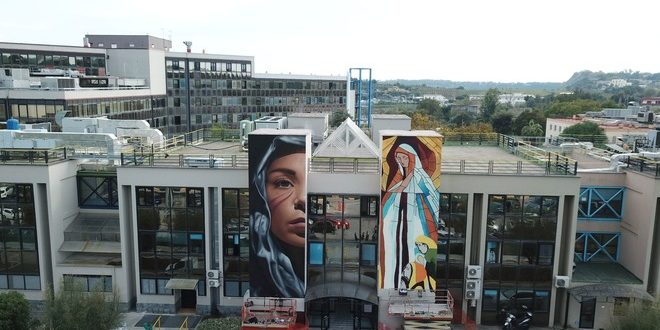 Realizzati con l'aiuto dei ragazzi autistici i grandi murales di Jorit dell'ospedale di Pozzuoli.Video e Foto