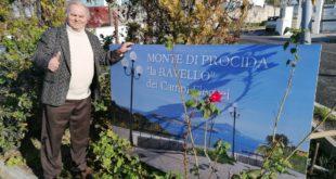 Pino Lubrano video, Monte di Procida la Ravello flegrea. Installata la cartolina davanti al municipio