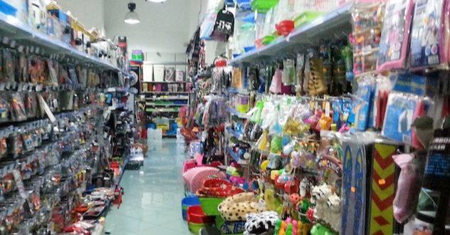 """Crisi Coronavirus, nell'area flegrea  chiudono i negozi cinesi per """"ferie""""."""