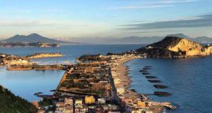 Passeggiavano sulla spiaggia  a Miseno, 4 persone denunciate e multate dalla Guardia Costiera.