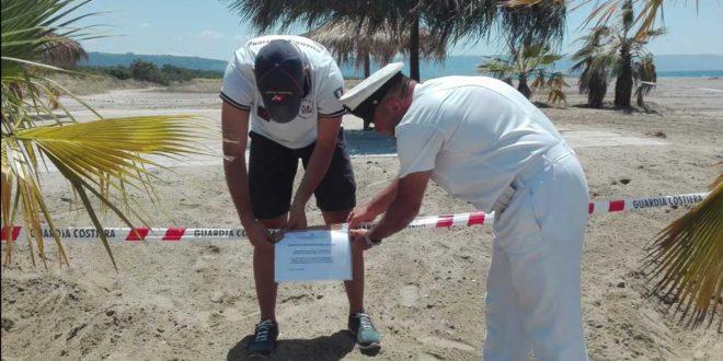 Bacoli. Ragazzi in spiaggia per un tuffo messi in fuga dalla Guardia Costiera.
