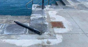 Pontile di Torregaveta danneggiato da bagnanti e pescatori. Controlli della Guardia Costiera.