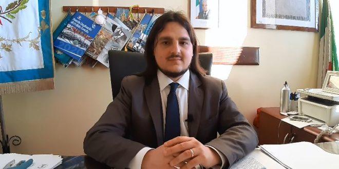 Bacoli, il sindaco Josi Della Ragione: Partiamo da Miliscola con i vaccini in spiaggia