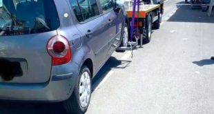 Bacoli. Auto in sosta vietata portate vie con il carro attrezzi.