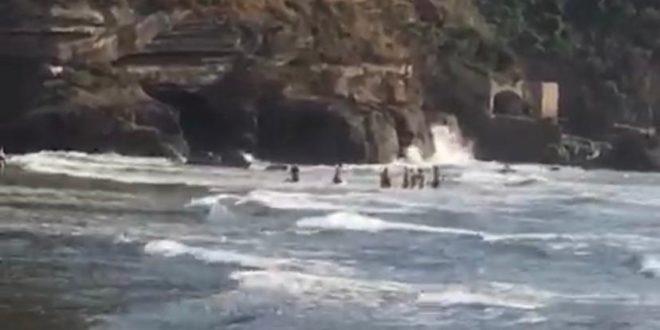 Salvati dalle onde tre extracomunitari a Torregaveta.