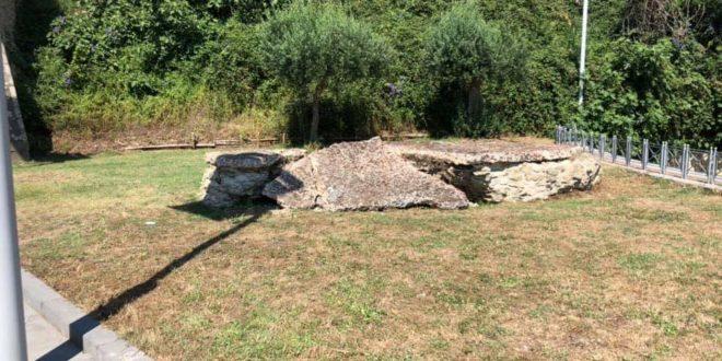 Incivili a Baia rompono un intonaco di epoca romana.