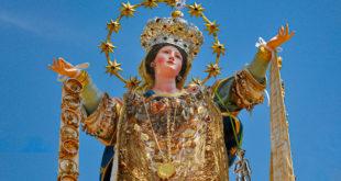 Buon ferragosto a tutti con… un video di una processione della Madonna Assunta molto singolare e coinvolgente
