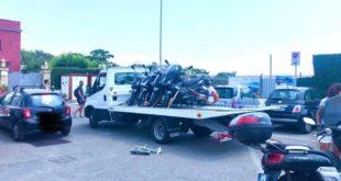 Bacoli. Auto e moto  con targa straniera in divieto di sosta portate via dal carro attrezzi.