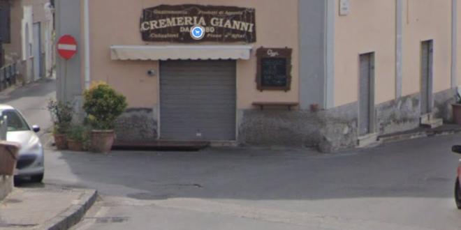 Monte di Procida, in nottata un incendio è divampato all'interno dei locali della Cremeria Gianni