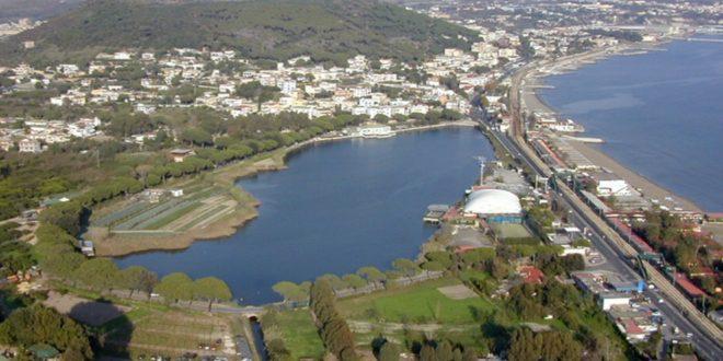 Lago Lucrino.  Bacoli risponde alle accuse di Pozzuoli.