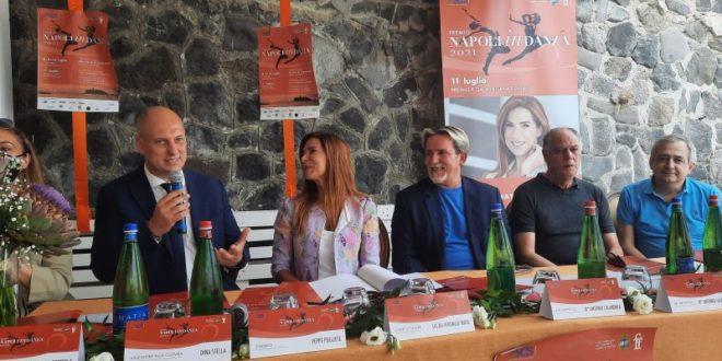 ACQUAMORTA NAPOLI IN DANZA INTERVISTA A VERONICA MAYA E AL MAESTRO COLANDREA.Video
