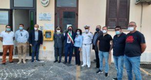 Installato un defibrillatore sul Porto di Baia. Video