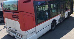 Autista Eavbus  sbaglia strada e in manovra blocca via Pedecone a Monte di Procida