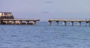 Cade un altro pezzo del ponte dell'Isolotto di San Martino il video e le foto