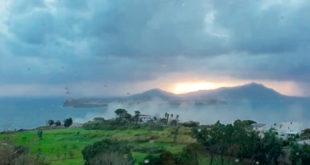 Video, il costone di Montegrillo si sgretola al vento trasportando polvere per il paese