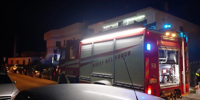 Monte di Procida. Auto prende fuoco in un garage.