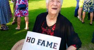 Buon compleanno alla nonna di Bacoli Rita Milano compie 102 anni