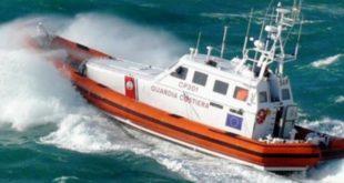Bacoli. Si ribalta una barca in mare. Famiglia salvata dalla Guardia Costiera.