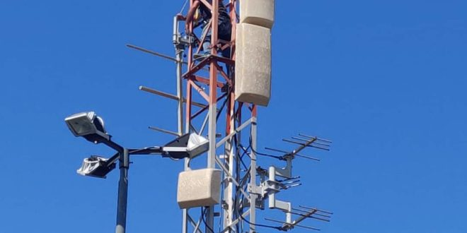 Provano ad installare  un antenna a via Bellavista, fermati dalla Polizia Municipale.