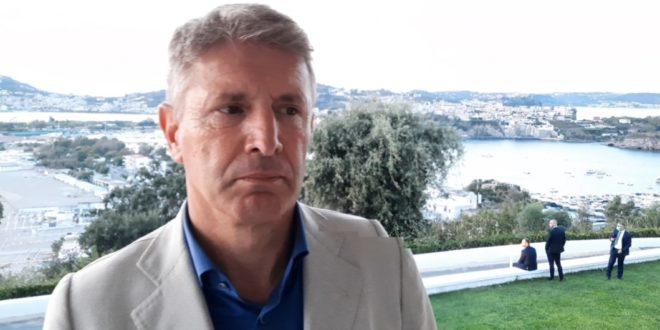 VIDEO.DE LUCA CERIMONIE CON MAX 20 PERSONE ROBERTO LARINGE ORDINANZA INCOMPRENSIBILE.