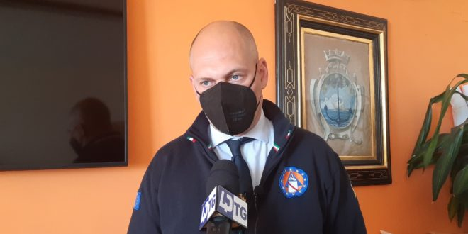 Il sindaco Peppe Pugliese invita gli over 60 a prenotarsi.VIDEO