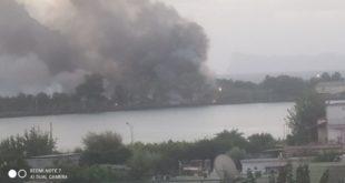 Video Bacoli. Incendio vicino al Lago Miseno nei pressi della pista ciclabile